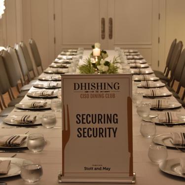 Dhishing table setting